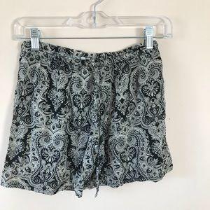 Pants - Medium rise Aztec shorts